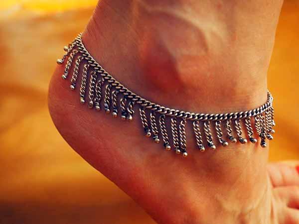grossiste bijoux indiens chevillères metal argenté bracelet de cheville grossiste chaine de cheville grossiste bijoux indiens grossiste accessoires mode collection femme grossiste bijouix grossiste vetement ethnique