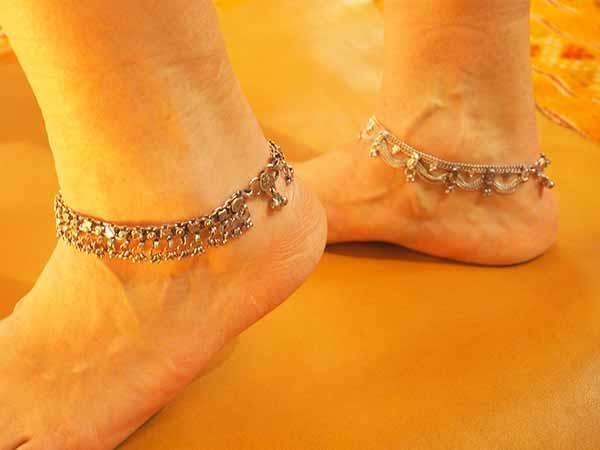 grossiste bijoux indiens chevillères metal argenté bracelet de cheville grossiste chaine de cheville grossiste bijoux indiens grossiste accessoires mode collection femme grossiste bijouix grossiste vente en gros bijoux fantaisie metal